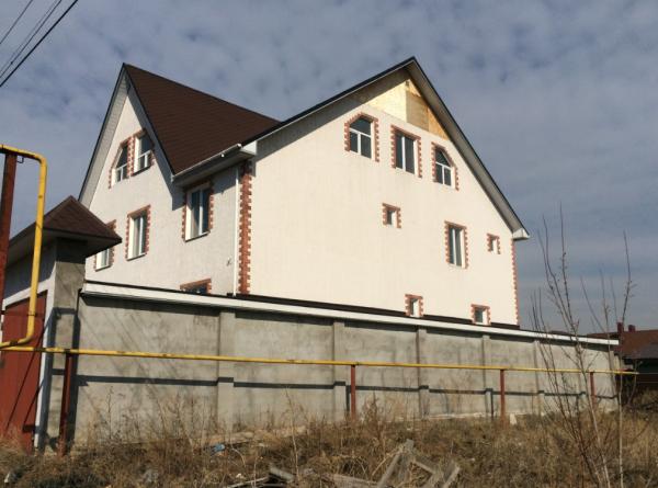 Продается большой, просторный дом в четырех уровнях