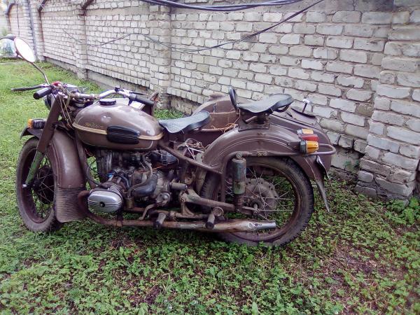 Продам мотоцикл Урал в рабочем состоянии и три мотоцикла Урал которые требуют незначительные вложения.Цена за всё 100000тысяч рублей.Приморский край , посёлок Пограничный